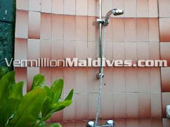 Maldives Hotel Adaaran Club Bathala : outdoor showers