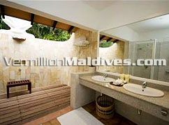 Open Air Bathroom Meedhupparu. A Honeymoon Resort in Maldives