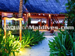 Aqua Bar at Anantara Dhigu Maldives. Why not reserve a room!