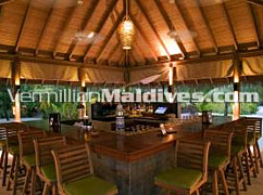Dhoni Bar Counter at Anantara Veli Maldives. 5 star Luxury Hotel