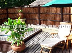 Sun bed and Jacuzzi - In Villa - Banyan Tree Maldives – Vabbinfaru