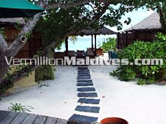 Walkway to day & night beds - Vabbinfaru Maldives - Banyan Tree