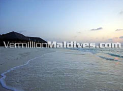Beach – THE WALDORF ASTORIA COLLECTION Resort in Maldives – Resort with beautiful sunsets