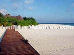 Sandy Beach & Jetty: welcomes in Dhoni Island Maldives Luxury Hotels