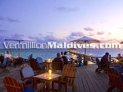 Open air dining in the Maldives resort Eriyadu