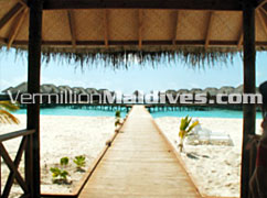Path to the Water Villas in Exotic Maldives Hotels Fihaalhohi