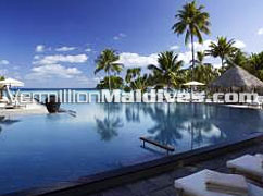 Infinity Edge Main Pool at Four Seasons Hotels Maldives at Landaa Giraavaru