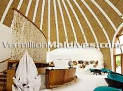 The precious lounge of the luxury hotel HolidayInn Resort Kandooma Maldives