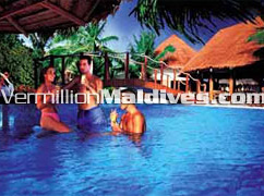 Hotel Maldives kihaadhuffaru Pool Bar, ideal Maldives Family Holiday place