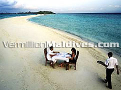 Sandbank lunch or dining at y our Maldives honeymoon time