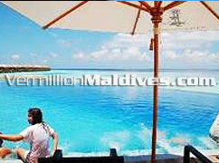 Big and new pool of the 5 star Luxury Spa Resort Lily Beach Maldives pool