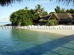 Restaurant - Madoogali Island Resort Maldives relaxing Holiday retreat