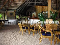 Bar of Makunudu Maldives – Make it your Maldives vacation hotel
