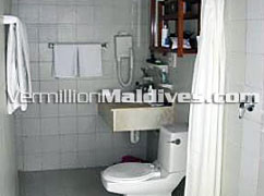 Bungalow Bathrooms at Makunudu Maldives Resort Island