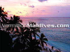 Classic Maldivian Sunset in Makunudu Maldives – Joyous Vacation in