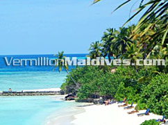 Clear blue lagoon and white sandy beach of Makunudu island resort