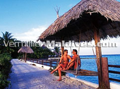 Visit this beautiful Maldives resort hotel Makunudu & share romantic nature