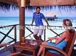 Couples in Bar at Medhufushi – lovely Maldives vacation island