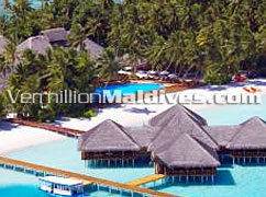 Pool & bar – Medufushi : a perfect Honeymoon resort in Maldives