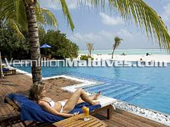 Main swimming Pool at Olhuveli Island resort – Book & reserve now