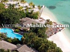 Pool & the big sun deck at Starwood Maldives Hotel Sheraton Full Moon