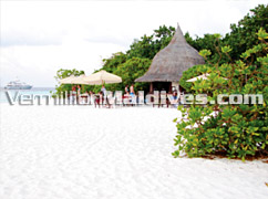 Beach Bar – 100% Maldives in Thulhaagiri the Island of Sun and Sea
