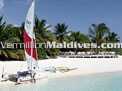 Maldives resort hotel Vakarufalhi has perfect beach and lagoon
