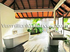 Clean luxury bathrooms - Velassaru Maldives – book your vacation now