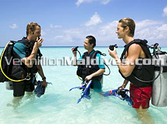 Teach your self how to Scuba Dive - Veligandu Maldives is a Diving Resort with Excellent Dive Instructors