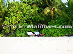 Sun chairs for your Sunbathing in Maldives – Secluded for your privacy in Vilamendoo resort Hotel in Maldives